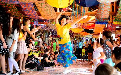 Carnaval no hotel fazenda mais premiado do Brasil terá bloco e desfile temático